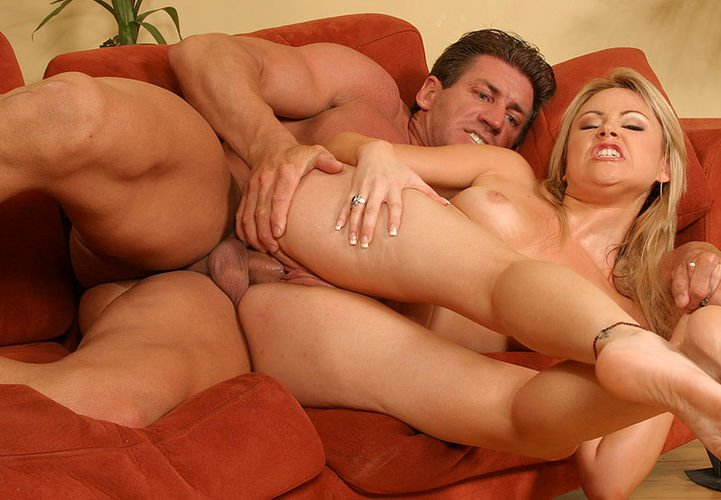 Lovely blonde pornstar Sindee Jennings adores hardcore